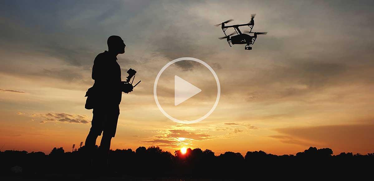 fotografija koja prikazuje snimanje dronom
